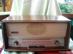 Melodija Luxus rádió , kb 40 éves