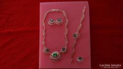 Csodás, új ékszerszett:nyaklánc, fülbevaló, karkötő és gyűrű