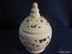Porcelán áttórtmintás mécsestartó A 065