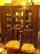 Antik tálalószekrény+ 2 karfás és 2 támlás szék kb.120 éves