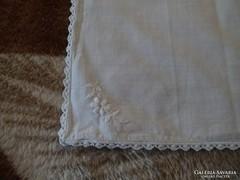1312. Díszzsebkendő - fehér csipkés