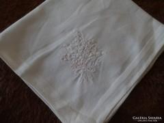 868. Díszzsebkendő - 2 db virágos hímzett