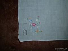 1328. Díszzsebkendő - hímzett vékony