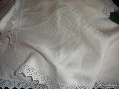 Vajszínű selyemdamaszt