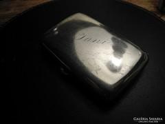 Különleges formájú ezüst cigarettatárca