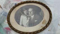 Kerek képkeret régi fényképpel