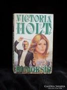 Victoria Holt, Homoksír
