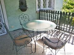 Antikolt kovácsolt vas-rattan kerti asztal 4 székkel