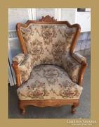 Gyönyörű füles fotel,faragással díszítve,garnitúra része
