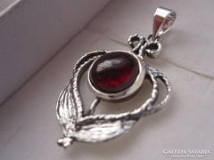 Izraeli ezüst virágos gránát fülbevaló 925