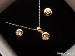 Brilles modern arany fülbevaló-medál-lánc garnitúra