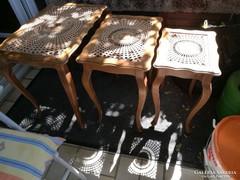 Chippendél barokk ratán 3 db kiegészitő asztalka