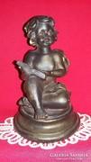 Nagy bronzírozott műkő olvasó Puttó angyalka figura 17 cm