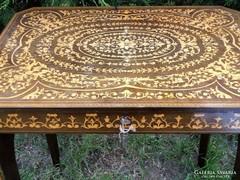 Zárható asztalka