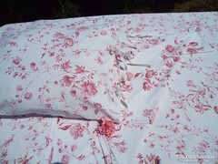Virágos ágynemű párban