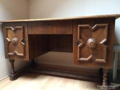 Koloniál íróasztal