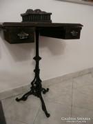 Nagyon régi antik varró asztalka kovácsoltvas lábakon