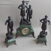 Régi szobros  óragarnitúra, kandalló óra garnitúra.