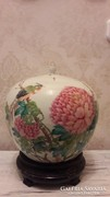 Különleges, ritka fedeles porcelán Japán váza fa alátéten
