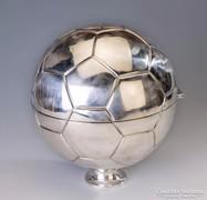 Nagyméretű ezüst focilabda