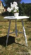 Szép lábú antik ónémet asztal  eladó  75 cm magas