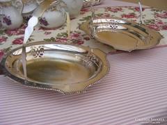 Antik vastagon ezüstözött füles asztalközép, kínáló párban