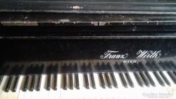 Antik zongora páncéltőkés
