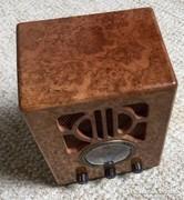 1930 évek rádiójáról reprodukált különleges modell,működik !