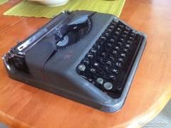 Hermes baby mechanikus írógép saját táskával