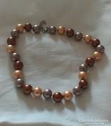 Sokszínű tridacna gyöngysor