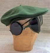 Régi por és napvédő szemüveg fülvédővel svájci sapkával