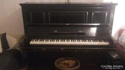 Antik pianino elado