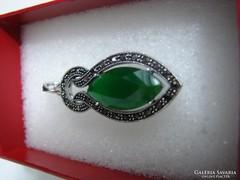 925 ezüst medál  fazettált zöld kővel és markazittal