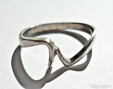 Hajlított ezüst gyűrű