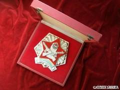 Vörös csillagos, Kádár-címeres
