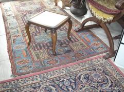 2 darab kis barokk virágtartó asztalka