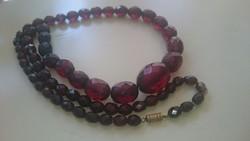 Vintage artdeco cherry bakelit fazettált nyaklánc 72 cm.