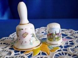 Jelzett angol porcelán csengő és gyűszű