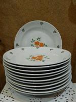 Zsolnay 12 személyes lapos tányér.