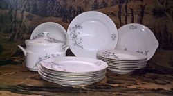 18 részes porcelán étkészlet.