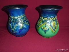 2db gyönyörűen kidolgozott szignózott kerámia váza /Borbás/