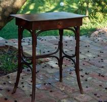 Thonet asztal fiókkal