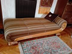 Kényelmes sofa az 1930-as évekből