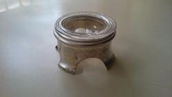 Ezüst fűszertartó üvegbetéttel.