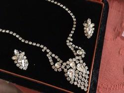 Antik kristály nyakék fülbevalóval