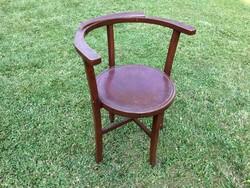 Régi karfás szék