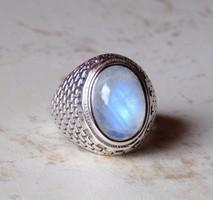 Különleges szépségű ezüst gyűrű szivárvány holdkővel