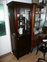 Pici antik üveges vitrin eladó a századelőről