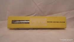 Pevdi jelzésű dobozban 3 retro toll