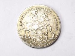 Ezüst Szent György érme.